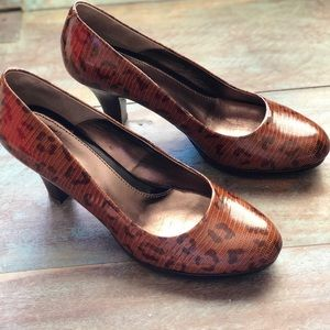 Sofft comfort leather heels with cheetah print